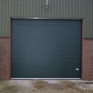 Overheaddeur T80 – Extra geïsoleerde overheaddeur met dubbeldikke isolatiepanelen.